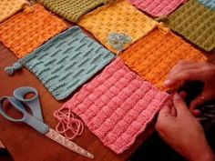 Part How to seam the Dream Catcher Baby Blanket – knitting blanket patchwork Baby Knitting Patterns, Loom Knitting Blanket, Knitting Squares, Loom Knitting Projects, Knitted Afghans, Knitted Baby Blankets, Patchwork Blanket, Patchwork Baby, Patchwork Quilting