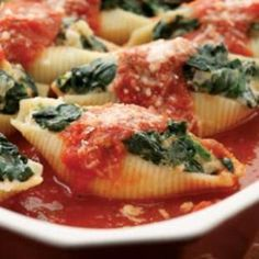 Spinach & Cheese Stuffed Shells for a hearty, cheesy Italian pasta recipe.Spinach & Cheese Stuffed Shells for a hearty, cheesy Italian pasta recipe. Pastas Recipes, Italian Pasta Recipes, Spinach Recipes, Italian Dishes, Vegetarian Recipes, Cooking Recipes, Healthy Recipes, Dinner Recipes, Vegetarian Casserole