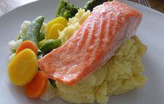 Ovnsstekt ørret med potetmos og kokte grønsaker