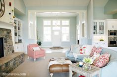 House of Turquoise: Four Chairs Furniture + Hiya Papaya  this home is so soothing and calm.  i love it!