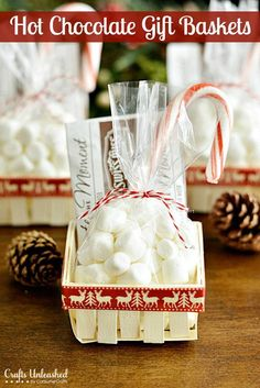 Need a simple gift idea? These cute hot chocolate gift baskets are perfect for holiday party favors or a last minute gift idea for neighbors and co-workers. Simple Gifts, Easy Gifts, Homemade Gifts, Hot Chocolate Gift Basket, Chocolate Gifts, Chocolate Baskets, Easy Diy Christmas Gifts, Christmas Baskets, Christmas Treats