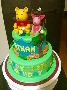 Winne the pooh theme cake