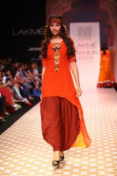 Kurta is like the younger, de-glam sister of the Saree. They were made for comfort, which is why we still use it so often in our daily life, as opposed to Sarees. African Traditional Dresses, Indian Dresses, Indian Outfits, Emo Outfits, Lakme Fashion Week, India Fashion, Punk Fashion, Lolita Fashion, Churidar