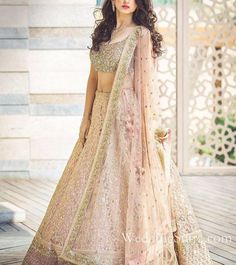Indian wedding dresses are very beautiful. Usual indian bridal dresses made of chiffon or silk and adorned with elaborate embroidery, red or gold color. Indian Bridal Lehenga, Indian Bridal Outfits, Indian Bridal Wear, Indian Dresses, Bridal Dresses, Shaadi Lehenga, Net Lehenga, Indian Wedding Clothes, Heavy Lehenga