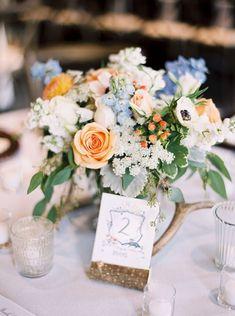 Pastel table florals with pops of color | Peach, blue & white floral arrangement | Moonlight Lodge Wedding | Montana Wedding | Montana Wedding Photographers | Photo by Orange Photographie #orangephotographie