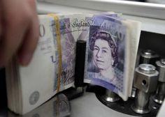 Le taux d'inflation annuel en Grande-Bretagne est resté stable à -0,1% en octobre, en territoire négatif pour le deuxième mois consécutif. /Photo d'archives/REUTERS/Sukree Sukplang