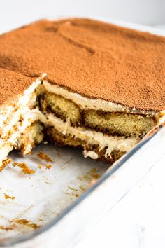 Delicious no bake easy and EGGLESS Tiramisu recipe - my take on an Italian classic dessert. This non-tradtional eggless tiramisu recipe is the most perfect no bake dessert for every coffee lover Easy Cake Recipes, Sweet Recipes, Dessert Recipes, Brunch Recipes, Classic Desserts, Italian Desserts, Eggless Tiramisu Recipe, Eggless Recipes, No Bake Desserts
