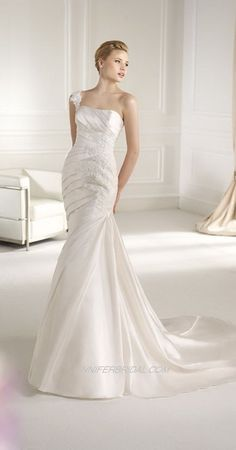 Avenue Diagonal Bridal Gown Style - Fenda