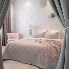 Boa noite meninas! Com inspiração linda de quarto clean. ☺️ Essas cores trás…