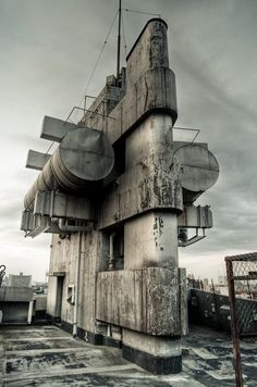 Yoji Watanabe: New Sky Building Concrete Architecture, Industrial Architecture, Futuristic Architecture, Art And Architecture, Architecture Details, Amazing Architecture, Brutalist Buildings, Abandoned Buildings, Abandoned Places