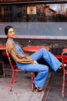 3 Ways to Wear Overalls Without Looking Like a Toddler (Man Repeller) Jean Overalls, Dungarees, Man Repeller, Boy Hairstyles, Toddler Hairstyles, Fashion 2017, Fall Fashion, Toddler Dress, Ladies Dress Design