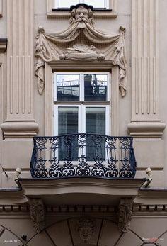 Znalezione obrazy dla zapytania balkon kamienica Gallery Wall, Frame, Home Decor, Picture Frame, Decoration Home, Room Decor, Frames, Home Interior Design, Home Decoration