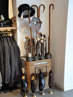 Classic style we are addicted to Gentleman Decor, Gentleman Style, English House, English Style, Preppy Mens Fashion, Fashion Suits, Gun Rooms, English Decor, Walking Sticks And Canes