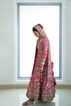 The Crimson Bride - The go-to Indian wedding inspiration and planning platform for the modern Indian bride. Design your dream wedding with The Crimson . Sikh Wedding Dress, Punjabi Wedding Suit, Punjabi Bride, Indian Wedding Outfits, Bridal Outfits, Wedding Suits, Indian Outfits, Bridal Dresses, Wedding Hijab