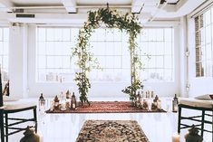 Persian rugs work also for indoor settings as we can see here. I love the foliage arch to bring the outside in.