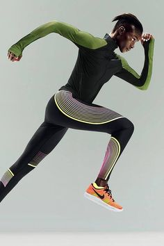 The Nike Power Speed Women's Running Tight takes a track-inspired look and adds a burst of energy with the neon Unlimited colorway. Take to the streets in compressive support and bright, bold summer style. Best Running Shorts, Running Leggings, Nike Running Clothes, Nike Football, Nike Basketball, Fitness Photoshoot, Nike Outfits, Sporty Style, Poses