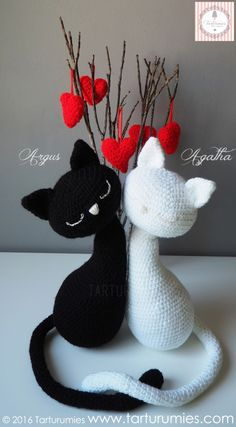 Gatos - Cats Agatha y Argus - free crochet pattern in English or Spanish at Tarturumies.