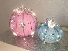 Pink Halloween, Halloween Home Decor, Halloween Pumpkins, Halloween Crafts, Halloween Decorations, Cinderella Crafts, Cinderella Birthday, Jellyfish Aquarium, Blue Jellyfish