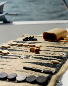 portable backgammon set..