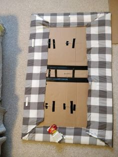 Cheap DIY Upholstered Headboard with Tufting for $10 Cardboard Headboard, Cheap Diy Headboard, How To Make Headboard, Diy Cardboard, Diy Upholstered Headboard, Diy Headbord, Headboards For Beds, Fabric Headboards, Cheap Headboards