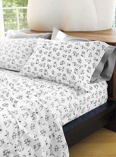 My dream home would have dachshund stuff all over, just like this amazing wiener dog bed set! Dachshund Funny, Dachshund Love, Little Puppies, Dogs And Puppies, Baby Dogs, Crazy Dog Lady, Weenie Dogs, Daschund, Dog Cat