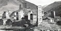 BERNARD RUDOWSKY - GEORGIAN DWELLING HOUSE - ARCHITECTURE WITHOUT ARCHITECT