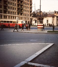Bucurestiul in anii 1960 - 1980 Ambassador Hotel, Bucharest Romania, Day For Night, Timeline Photos, Warsaw, Holiday Destinations, Verona, Street View, Ocean
