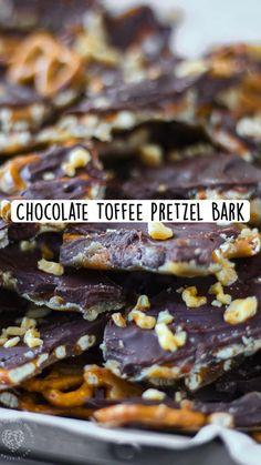 Candy Recipes, Sweet Recipes, Baking Recipes, Dessert Recipes, Pretzel Bark, Delicious Desserts, Yummy Food, Chocolate Toffee, Bark Recipe