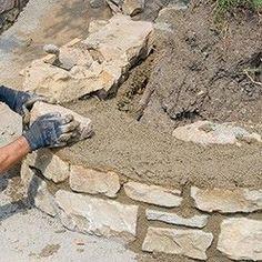poursuivre le montage du muret en pierres naturelles