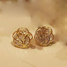 Die Mode Strass Camellia Ohrringe Ohrstecker The Fashion Rhinestone Camellia Earrings Studs Gold Earrings Designs, Gold Jewellery Design, Ring Designs, Cute Jewelry, Bridal Jewelry, Gold Jewelry, Jewelry Accessories, Golden Earrings, Cute Earrings