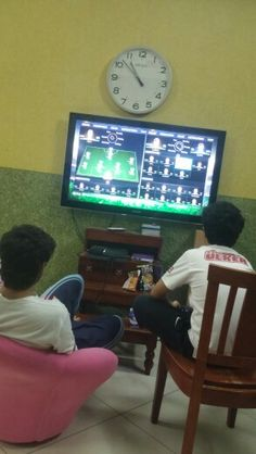 Hours before new year playing ps ..and me watching ..