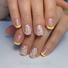 Vintage Roses Nail Designs Have you been trying to find new ideas concerning the way to do your manicure this time? Cute Nail Art Designs, Flower Nail Designs, Nail Designs Spring, Simple Nail Designs, Rose Nail Design, Rose Nail Art, Flower Nail Art, Basic Nails, Simple Nails