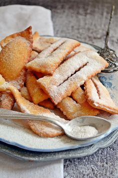 Csöröge fánk (bögrésen is) | Rupáner-konyha Cookie Recipes, Snack Recipes, Dessert Recipes, Hungarian Recipes, Sweet And Salty, Party Snacks, Winter Food, Sweet Treats, Food And Drink