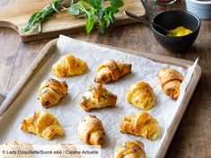 Recipe Mini croissants aperitif with smoked salmon. Ingredients people): 1 roll of puff pastry, 4 large slices of smoked salmon, 2 tbsp. of mustard … – Discover all our meal ideas and recipes on Cuisine Actuelle Mini Croissants, Smoked Salmon Recipes, Xmas Dinner, Christmas Breakfast, Tapas, Holiday Recipes, Catering, Brunch, Appetizers