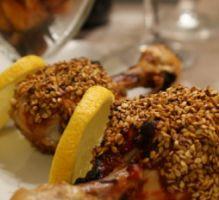 Recette - Pilons de poulet grillés au sésame, mariné à la sauce tomate-gingembre-poire & quartiers de patates douces rôtis au four