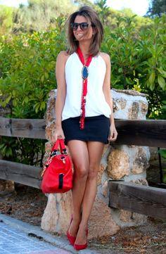 Fashion and Style Blog / Blog de Moda . Post: Agate necklace / Collar de ágata .More pictures on/ Más fotos en : http://www.ohmylooks.com/?p=19545 .Llevo/I wear Necklace : Oh My Looks Shop (www.ohmylooks.com) ; Skirt : H&M (New collection) ; Blouse : Zara ; Bag&Shoes : Pilar Burgos ; Sunglasses : Mango