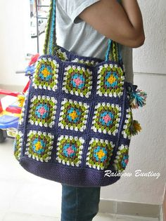 Again here we have come across an excessively huge and large crocheted bag. Just count on the various thread shades that are opted for this particular task. Plus the frills again created with the crochet threads are a great feature of embellishment.