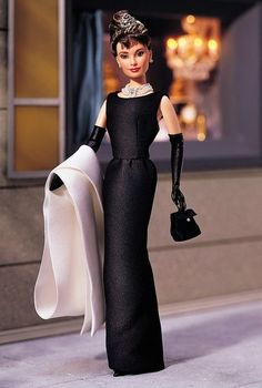 Audrey Hepburn in Breakfast at Tiffany's Hollywood Dolls - View Hollywood Barbie & Celebrity Dolls Holly Golightly, Barbie Style, Barbie Blog, Audrey Hepburn Barbie, Audrey Doll, Glamour Hollywoodien, Barbie Celebrity, Breakfast At Tiffanys, Breakfast Ideas