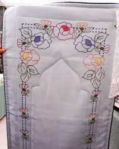 Cross Stitch Borders, Cross Stitch Flowers, Embroidery Patterns, Hand Embroidery, Lavander, Prayer Rug, Diy And Crafts, Tapestry, Wallpaper