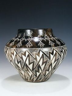 Etched Friendship Dancers Horsehair Pottery Olla