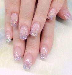 How to choose your fake nails? - My Nails Glitter Gel Nails, Sparkle Nails, Cute Nails, Pretty Nails, Irridescent Nails, Gel Nagel Design, Romantic Nails, Natural Gel Nails, Nail Effects