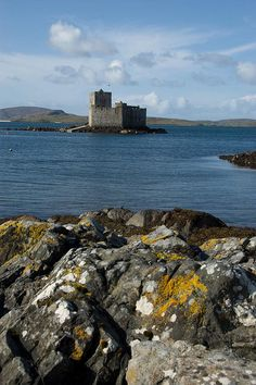 Kismul Castle, Isle of Barra (outer Hebrides)  SCOTLAND.   (by vampirogordo, via Flickr)