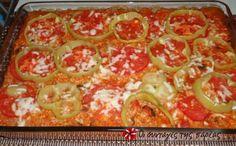 Σας αρέσουν τα γεμιστά αλλά δεν έχετε χρόνο να αδειάζετε τις ντομάτες, τις πιπεριές, τα κολοκυθάκια; Να ένα τέλειο πανεύκολο φαγάκι που έχει την ίδια ακριβώς γεύση με τα γεμιστά! Το κάνω πολύ συχνά και αρέσει σε όλους, με φετούλα και φρέσκο ψωμάκι. Cookbook Recipes, Sweets Recipes, Cooking Recipes, Dinner Recipes, Cetogenic Diet, The Kitchen Food Network, Pastry Cook, Mumbai Street Food, Greek Cooking