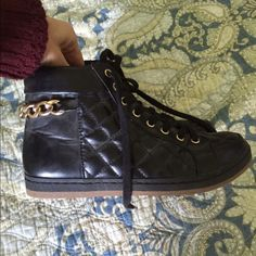 Cuban link boots Black and gold Cuban link quilted ankle boots. Size 5.5 but run big H&M Shoes Ankle Boots & Booties