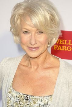 Beautiful mother of the bride hair, Helen Mirren. Latest Short Hairstyles, Older Women Hairstyles, Bride Hairstyles, Dame Helen, Actrices Hollywood, Ageless Beauty, Aging Gracefully, Short Hair Styles, Hair Makeup