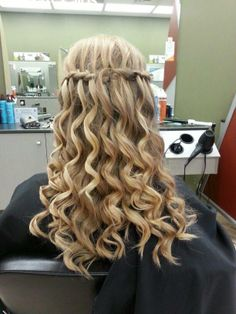 waterfall braid curls- Winterfest hairstyles
