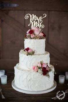 I LOVE THIS WEDDING CAKE. TOTALLY WANT ONE LIKE THIS FOR MY WEDDING ❤❤❤