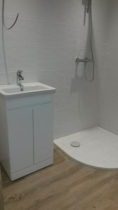 Core White Ceramic Wall Tile, Pack of 10, (L)250mm (W)400mm | Departments | DIY at B&Q