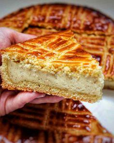 Vanilla / rum Basque cake - Gallymini_patisse - My CMS Food Cakes, Cupcake Cakes, Sweet Recipes, Cake Recipes, Dessert Recipes, Love Eat, Love Food, Basque Cake, Vanilla Rum