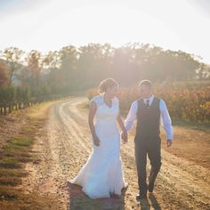 Say Hello to Michelle & Justin our first featured couple for 2017. If this gorgeous mountain elopement doesn't have you packing up your hiking boots and longing for Spring then nothing will!  Link in Bio  Ceremony location: @mercierorchards Photographer: @zolu.photography